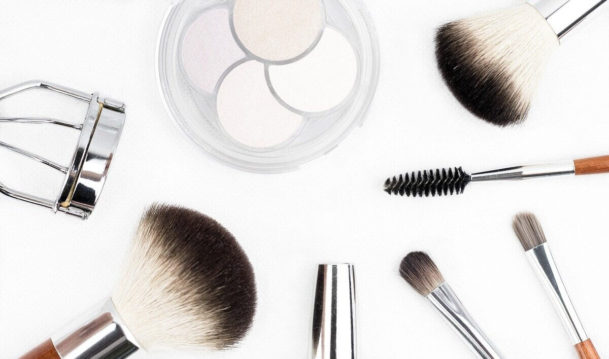 makeup-brush-1768790_1280 (1)