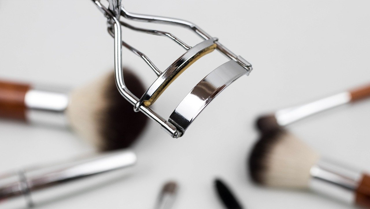 eyelash-curler-1761855_1280